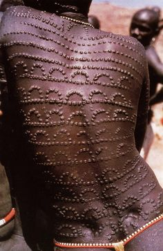 body marks African scarification – back patterns by anarchadia African Beauty, African Fashion, African Style, African Dress, Afrique Art, Art Tribal, Grace Jones, Luge, African Tribes
