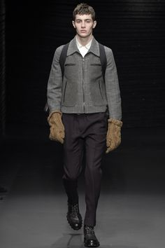 Salvatore Ferragamo Fall 2017 Menswear Collection Photos - Vogue  GLOVES!!!!