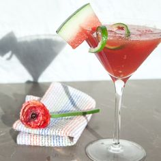 Summer cocktails for less than 150 calories: Watermelon Martinis by @skinnytaste #summercocktail