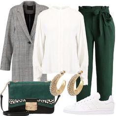 Outfit casual, composto da cappotto grigio a scacchi abbinato a d una camicia bianca con collo alla coreana e ad un pantalone verde a vita alta con fiocco, sneakers basse bianche in pelle e borsa a tracolla verde e nera in pelle. A completare l'outfit: orecchini oro con cristalli.
