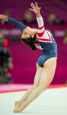Alexandra Raisman of the United States won the gold medal for her performance in the women's floor exercises apparatus finals at North Greenwich Arena during the 2012 Summer Olympic Games in London, England, Tuesday, August (Getty) </em></p> Gymnastics Videos, Gymnastics Photography, Gymnastics Pictures, Gymnastics Workout, Sport Gymnastics, Artistic Gymnastics, Olympic Gymnastics, Tumbling Gymnastics, Gymnastics Leotards