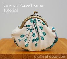 Frame Purse Tutorial by Craft me Happy! Step by step DIY on how to sew and attach a purse to a sew in purse frame. Coin Purse Pattern, Coin Purse Tutorial, Tote Pattern, Pouch Tutorial, Wallet Pattern, Peacock Crafts, How To Make Purses, Frame Purse, Super Chunky Yarn