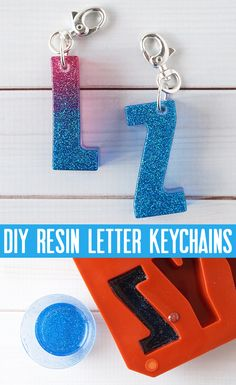 DIY Resin Letter Keychains are packed with glitter, and are a fun way to customize your personal items and make great gifts for friends! Glitter Letters, Acrylic Letters, Diy Letters, Letter A Crafts, How To Make Keychains, Diy Resin Keychain, Acrylic Keychains, Keychain Ideas, How To Make Glitter