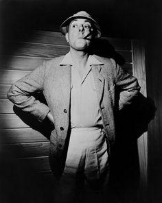 Monsieur Hulot Nombre completo: Monsieur Hulot Intérprete: Jacques Tati Lo vimos en: Las vacaciones del Señor Hulot (1953), Mi tío (1958), Playtime (1967), Trafic (1971)