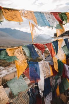 Leh travel guide: tips, sights and practical information – Reistips India – Join in the world of pin Ladakh India, Leh Ladakh, Nepal, Budget Friendly Honeymoons, Beau Site, Prayer Flags, Koh Tao, Honeymoon Destinations, India Travel