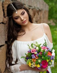 Trendy and Beautiful Beach Wedding Hairstyles on Your Big Day - Page 12 of 20 - Beautiful women faces - Modes Winter Wedding Hair, Beach Wedding Hair, Headpiece Jewelry, Hair Jewelry, Flapper Headpiece, Chain Headpiece, Jewellery, Boho Stil, Bridal Headpieces