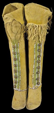 A pair of Kiowa beaded hightop moccasins Native American Clothing, Native American Beadwork, Native American Fashion, American Indians, American Art, Beaded Moccasins, Plains Indians, Moccasin Boots, Hippie Outfits
