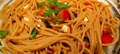 Spaghetti with Tomatoes, Black Olives, Garlic and Feta Cheese + sausage Food Dishes, Main Dishes, Clean Dinners, Garlic Pasta, Cheese Sausage, Greek Recipes, Feta, Entrees, Vegetarian Recipes