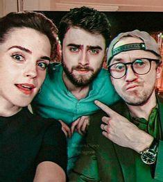 Emma Watson (Hermione Granger), Daniel Radcliffe (Harry Potter) and Tom Felton (Draco Malfoy). Always Harry Potter, Harry Potter Tumblr, Harry Potter Jokes, Harry Potter Pictures, Harry Potter Universal, Harry Potter Fandom, Harry Potter Characters, Harry Potter Hogwarts, Harry Draco