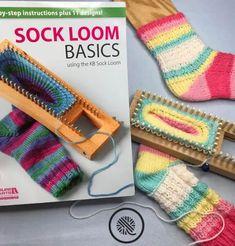 Knitting Loom Socks, Loom Knit Hat, Knit Socks, Loom Knitting For Beginners, Loom Knitting Projects, Knitting Ideas, Free Knitting, Loom Bands, Circular Knitting Needles