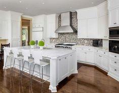 Классический интерьер кухни с мозаичной плиткой: купить всё необходимое и получить консультацию дизайнера вы можете в Центре дизайна и интерьера 'Экспострой на Нахимовском'