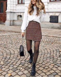 Winter Outfits to Shop Now Vol. 5 / 57 - Fashion Week Winter Outfits to Shop Now Vol. 5 / 57 Winter Outfits to Shop Now Vol. 5 / 57 - Fashion Week Winter Outfits to Shop Now Vol. Plaid Outfits, Winter Fashion Outfits, Look Fashion, Autumn Fashion, Casual Outfits, Fashion Mode, Teen Fashion, Classy Fashion, Party Fashion