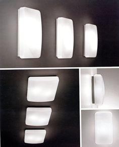 995-LL3020 Soffitto Bianca 32x32  Lampada da soffitto in vetro opale soffiato triplex bianco satinato. Portacomponenti in metallo laccato bianco.Ideale per pareti o soffitti di condomini, palazzi, androni, vani scale e cantine ma anche per salotti e corridoi.Lampada adatta anche ad uso esterno avendo un Indice di protezione IP40.
