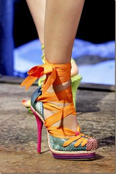 These shoes! So colorful and fun looking! Love. (via Style Celebration)