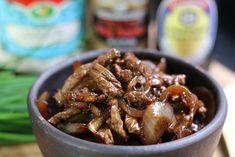 Pour découvrir la cuisine chinoise, tentez cette recette facile de boeuf sauté aux oignons et au poivre, avec le duo Hervé Cuisine et Margot