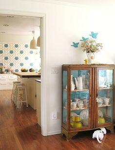 Pretty. Like the Orla Kiely wallpaper and the Ikea lamps. #wallapaper #orlakiely #ikea