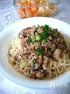 Minced meat kolo mee Mince Meat, Pork Dishes, Noodle Recipes, Borneo, Dumplings, Noodles, Spaghetti, Rice, Chinese