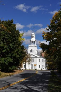Vermont- church in Bennington where Robt. Frost is buried. My childhood was fraught with excitment. Bennington Vermont, New England States, Church Architecture, Mountain States, Cathedral Church, Old Churches, Church Building, Green Mountain, Place Of Worship