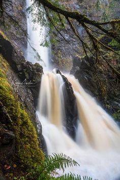 Prehistoriac Plodda Falls, Scotland