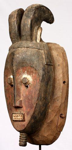 Máscara Baulé de 35,5 cm de altura. Originaria de Costa de Marfi