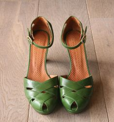 LOVE these green beauties! Would be absolutely adorable as a color pop with neutrals and skinny jeans!