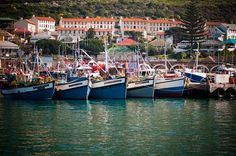 With a working harbour, nightspots, world-class restaurants, and a strong literary community, the small town of Kalk Bay is a fun and photogenic destination.