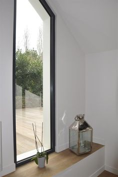 Un banc le long de la fenêtre Fenetre Double Vitrage, Facade, My House, Entrance, Kids Room, Sweet Home, Villa, New Homes, Construction
