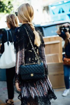 Chanel Classic Flap bag / street style fashion #desginerbag #luxury #chanel #chanelbag #streetstyle #fashion / Instagram: @fromluxewithlove