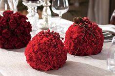 05 BORDDEKKING-Blomsterdekorasjoner på julebordet - rød nellik i oasis