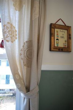 Curtains with crochet doilies Crochet Curtains, Crochet Doilies, Cottage Curtains, Porch Curtains, Doily Art, Doilies Crafts, Window Coverings, Natural Linen, Diy And Crafts