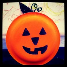 Great Halloween kids craft idea for kids.  Paint or buy orange paper plates and let the kiddo's use their imaginations to make Jack-O-Lantern faces
