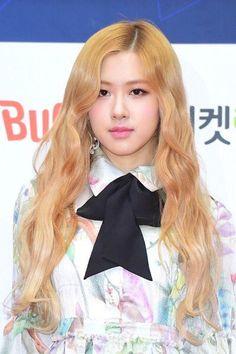 """[PRESS] 170222 Rosé @ 6th Gaon Chart Music Awards Red Carpet """
