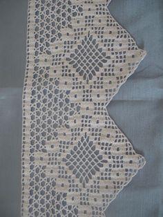Beyaz dantel çarşaf kenarı