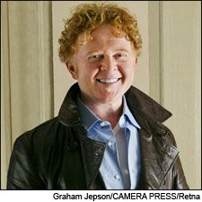 Simply Red..Mick Hucknall owns   il Cantante in Sicily.
