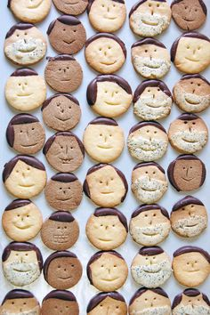 face cookies -make happy and sad biscuits or cookies and get kids to ask for the emotion Cute Food, Good Food, Yummy Food, Food Design, Cookie Recipes, Dessert Recipes, Cute Cookies, Cookies Kids, Gastronomia