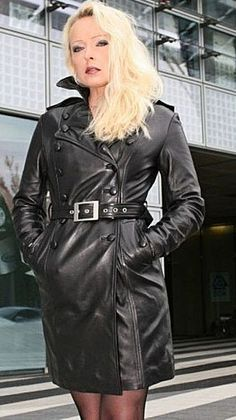 Leather Trench Coat Woman, Long Leather Coat, Lambskin Leather, Black Leather, Mantel Vintage, Long Jackets For Women, Leather Catsuit, Leather Jacket Outfits, Leather Jackets