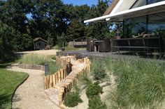 In 2009 won Kamsteeg Tuinen de prijs 'Tuin van het Jaar' met de eerste strandtuin (Breda). Lees hier meer informatie over strandtuinen en doe inspiratie op.