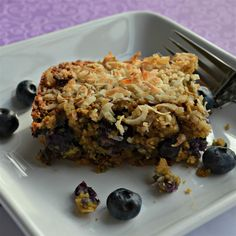 Blueberry and banana breakfast bars are loaded oats, figs, almonds, and sunflower seeds for a healthy, on-the-go breakfast or snack. Blueberry Oatmeal Bars, Oatmeal Breakfast Bars, Banana Breakfast, Breakfast On The Go, Breakfast Dishes, Breakfast Recipes, Breakfast Snacks, 13 Desserts, Homemade Granola Bars