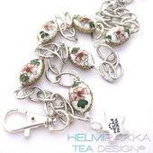 Kulkukorttikoru valkoiset ovaalit cloisonne helmet - Helmipaikka Oy - Joka päivä on korupäivä - Helmipaikka.fi koruja netistä - Tea Design ID-badge necklace
