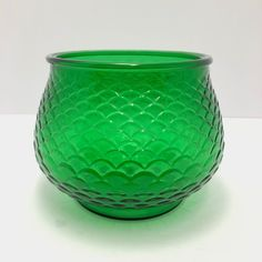 Brody | Vintage Green Glass Bowl with Scalloped Pattern 👑Your Queen of Vintage👑 Unique vintage finds. New items added every day!  ⚪️ ⚪️ ⚪️  #etsysellers #vintageetsyshop  #vintagedecor #vintagesale #thriftydecor #vintage #bestofetsy #queenofvintage #midcenturymodern #midcenturystyle #midcenturyhome #eclectichome #artglass #vintageglassware #giftideas #vintagestuff #vintagepins #vintagegifts #vintagegiftideas #uniqueglass #eobrody #greenglass #collectable #beautiful #green Vintage Room, Vintage Pins, Vintage Decor, Unique Vintage, Powder Room Decor, Vintage Green Glass, Thrifty Decor, Vintage Glassware
