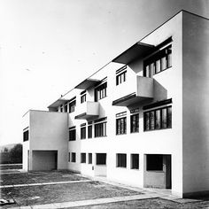 Terraced houses in the New House Estate (Kolonie Nový dům), Bohuslav Fuchs, Brno, Czechoslovakia 1928 Bauhaus, Amazing Architecture, Modern Architecture, Streamline Moderne, Art Deco Home, International Style, Eastern Europe, Ark, Terrace