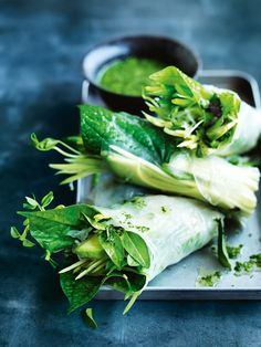 super green rice paper rolls / Donna Hay (Mix Veggies And Rice) Raw Food Recipes, Asian Recipes, Vegetarian Recipes, Healthy Recipes, Dessert Recipes, Healthy Snacks, Healthy Eating, Rice Paper Rolls, Green Rice