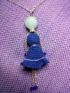 Collana bambolina Testa, mano e piedi di perla  Vestito in uncinetto  http://donyscreations.blogspot.it/ https://www.facebook.com/Il-diario-di-Fiorella-Creativit%C3%A0-e-Fantasia-414682991985045/?fref=ts