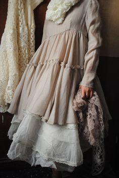 Mlle Eglantine : Tunique beige et petit top en tulle à pois...