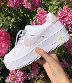 Etiqueta a alguien que rockearía esto - Etiqueta a alguien que rockearía esto 👀 - Sneakers Fashion, Sneakers Nike, Nike Fashion, Jordan Sneakers, Fashion Outfits, Fashion 2020, Jordan Shoes, Adidas Shoes, Men Fashion