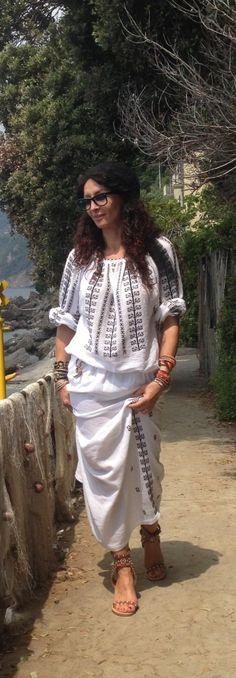 Born in Romania Mihaela Radulescu Folk Fashion, Ethnic Fashion, I Love Fashion, Womens Fashion, Boho Gypsy, Bohemian Style, Vintage Gypsy, Embroidery Fashion, Folk Costume