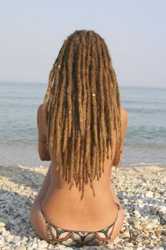 World of Dreads: Dreadlocks on the beach…… Something about this image is just far to sexy. Beautiful locs, beautiful empress, and a beautiful beach too… Dreadlock Hairstyles, Cute Hairstyles, Dreadlock Rasta, Beautiful Dreadlocks, Pretty Dreads, Afro, Dreads Girl, Dreads Styles, Natural Hair Styles