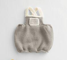 Combinaison douceur et bien-être pour bébé. Ce modèle nous enchante par ses tons pastels et délicats, tricoté en Laine PARTNER 6 coloris brume et écru.Modèle n°07 du catalogue n° 136 : Apprenez le tricot, spécial débutant. Automne - Hiver 2016/2017
