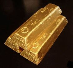 These are not real gold, replicas only. Up for bid are 3 gold bar replicas, looks like something right out of Fort Knox. Buy Gold And Silver, Black Gold Jewelry, Sell Gold, Fort Knox Gold, Gold Bullion Bars, Silver Bullion, Silver Investing, Dollar Money, Gold Money