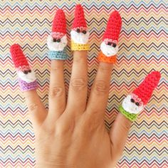 gnomes // Amigurumi // Crochet - would be cute stuffed Gnome finger puppets Love Crochet, Crochet For Kids, Knit Crochet, Amigurumi Patterns, Crochet Patterns, Ravelry, Hand Puppets, Waldorf Dolls, Crafty Craft